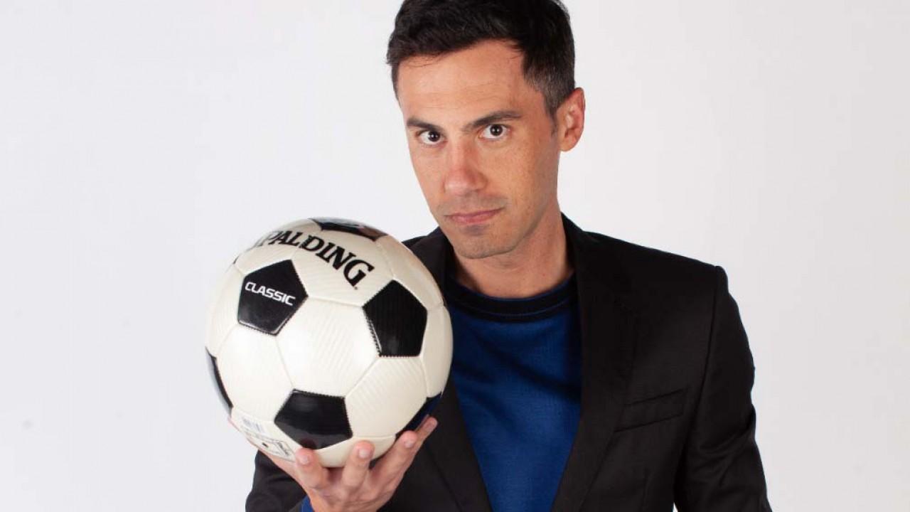 Bruno Vicari segurando uma bola