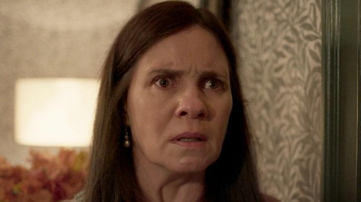 Adriana Esteves atuando em Amor de Mãe