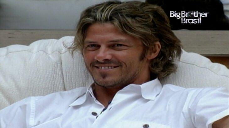 """Caetano, do BBB1, compara primeira edição com temporadas atuais: \""""Hoje é tudo previsto\"""""""