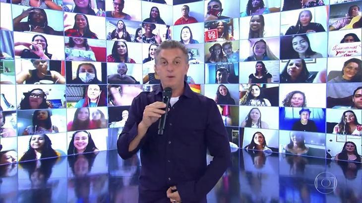 Luciano Huck no auditório virtual do Caldeirão do Huck