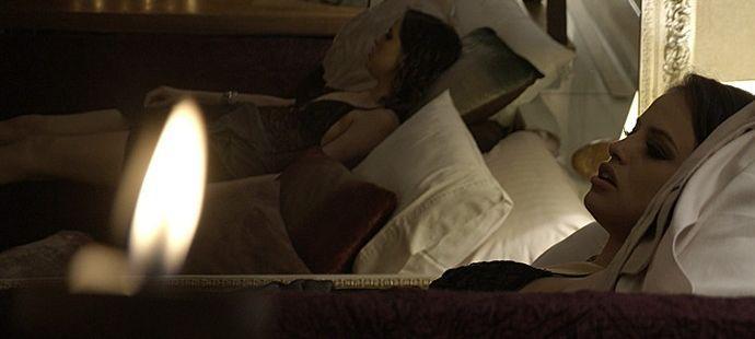 Haja Coração: Noite de sexo com Enéas se torna um pesadelo para Camila