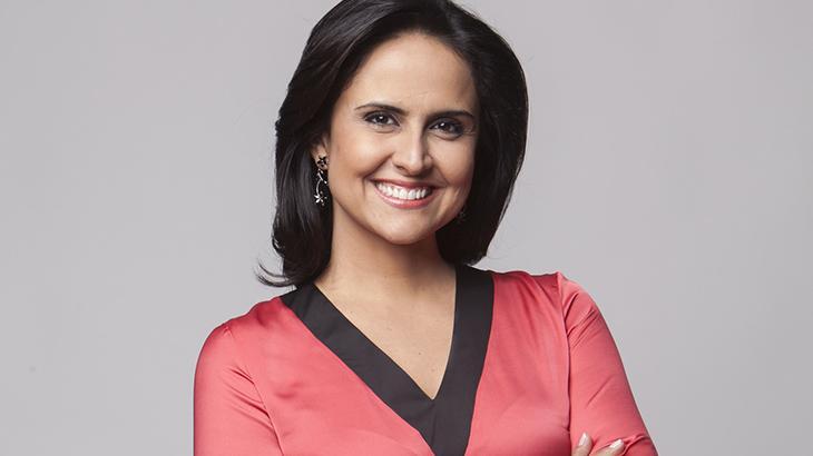 Carla Cecato sorrindo