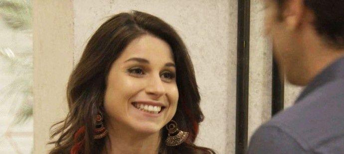 Haja Coração: Carmela dá em cima de Felipe e tenta boicotar namoro da irmã