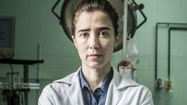 Marjorie Estiano como Carolina em Sob Pressão
