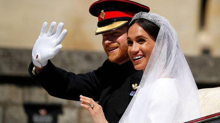 Príncipe Harry e Meghan Markle se casam em uma cerimônia emocionante