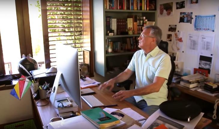 A mansão milionária de Pedro Bial: De pau-brasil a sofá de R$ 120 mil