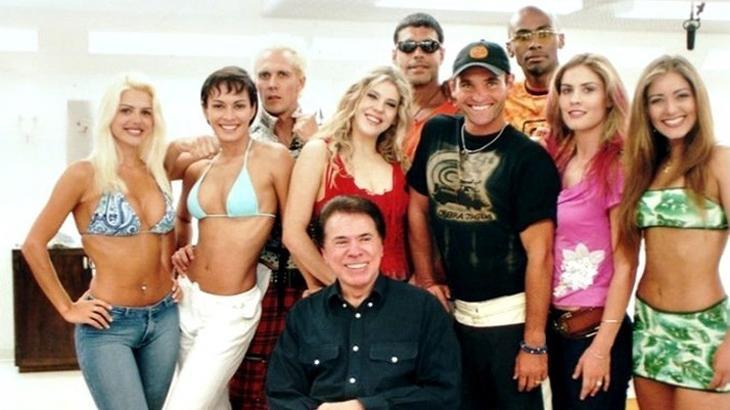 Silvio Santos e elencoda Casa dos Artistas