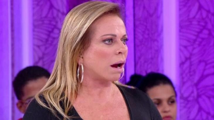 Christina Rocha no palco do Casos de Família