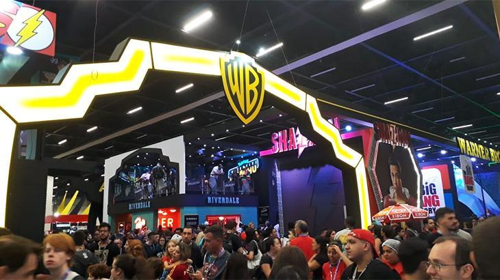 """Stands gigantes e em busca de um novo público: como as TVs vieram para a \""""CCXP18\"""""""