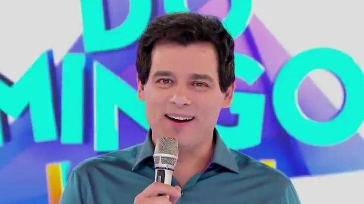 Celso Portiolli apresentando o Domingo Legal