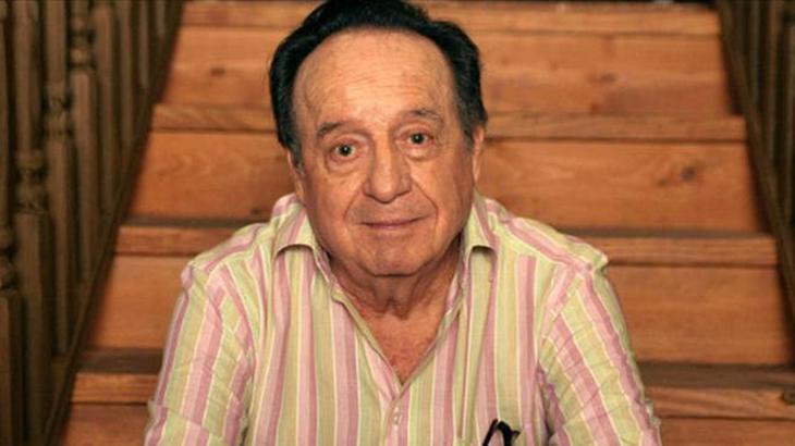 Roberto Gomes Bolaños, o Chespirito, posa para foto