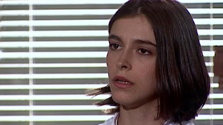 Júlia Feldens como Ciça em cena da novela Laços de Família, em reprise na Globo