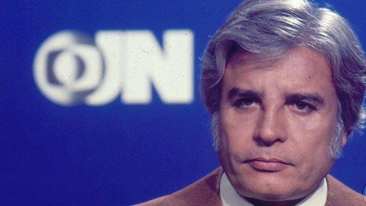"""Cid Moreira tinha que sair escondido da Globo por causa de fãs: \""""Quebraram meu carro\"""""""