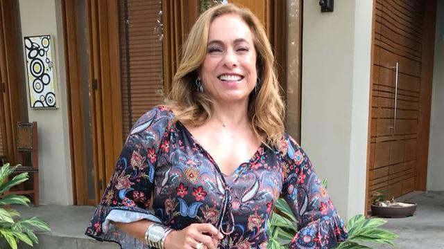 Cissa Guimarães sorrindo