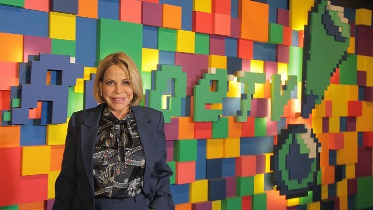 Claudete Troiano na sede da RedeTV!