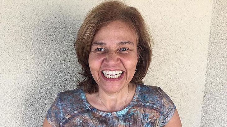 Claudia Rodrigues sorrindo