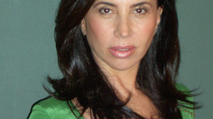 """Claudia Alencar relata agressões do pai, do namorado e da Ditadura: \""""a vida é mais cruel que a arte\"""""""