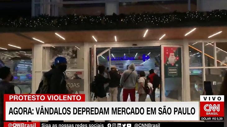 CNN Brasil cobre protesto contra assassinato de homem negro