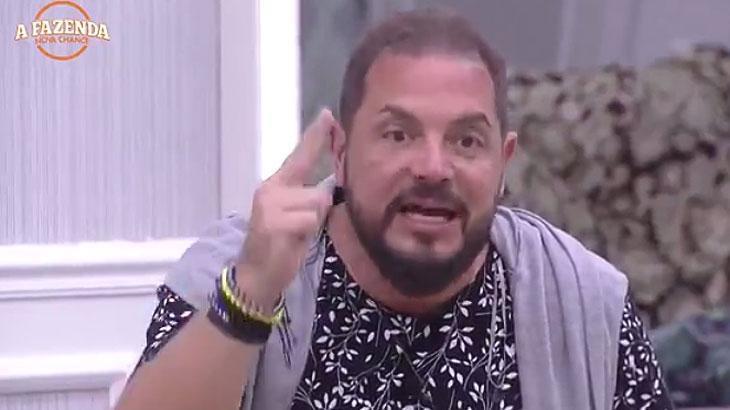 """Andreia Sorvetão analisa participação de Conrado em \""""A Fazenda\"""": \""""entrou com bloqueio e sentiu a pressão\"""""""