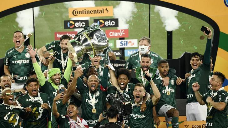 Jogadores do Palmeiras comemorando o título