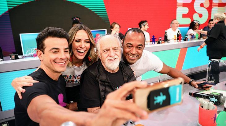 """Elenco da Globo se reveza no Mesão do \""""Criança Esperança\"""""""