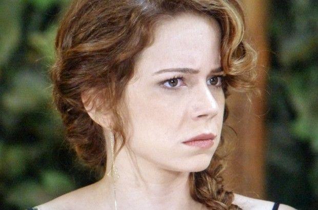 Cristina com olhar desconfiado para Vicente