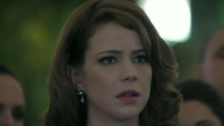 Império: Maria Clara leva toco do noivo e decide furar olho de Cristina