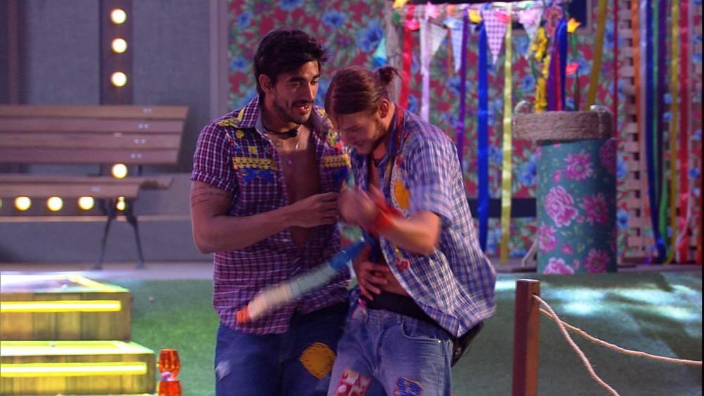 Guilherme tentou conversar com Daniel e acabou levando forado brother
