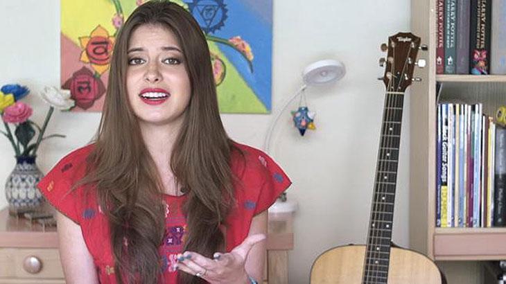 """Lembra dela? Daniela Aedo fala sobre \""""Carinha de Anjo\"""" e elogia versão brasileira"""