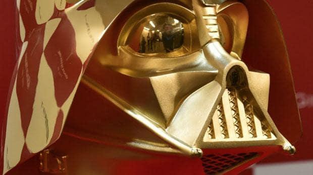 Máscara de Darth Vader feita em ouro 24 quilates esta à venda por R$ 4,4 milhões