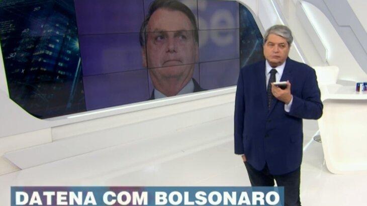 Datena conversando com Bolsonaro por telefone durante programa