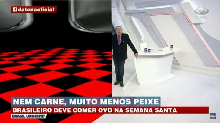 Momento do Brasil Urgente em que a tela é dividida: De um lado, Datena encostado em sua bancada, do outro, quadrados vermelhos e pretos