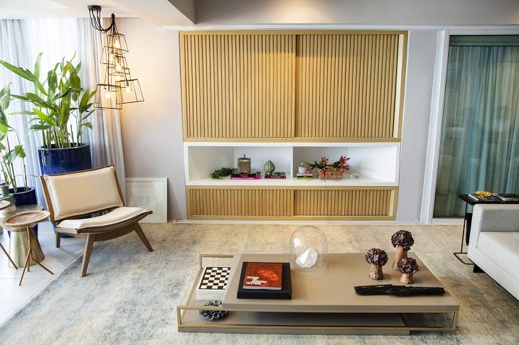 Conheça o luxuoso apartamento de frente para o mar de Deborah Secco