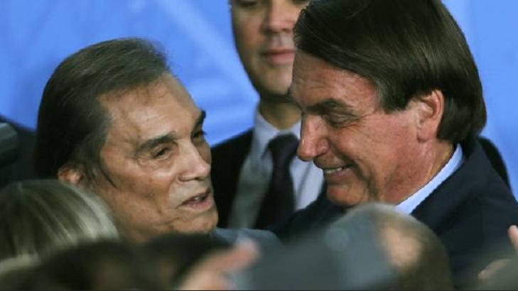 Dedé Santana abraçado com Bolsonaro