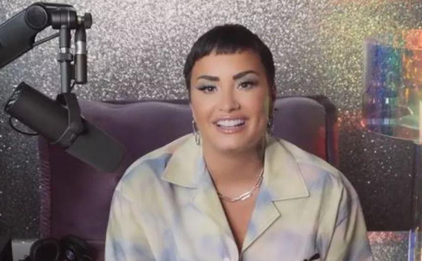 Demi Lovato em vídeo que diz se identificar como pessoa não-binária