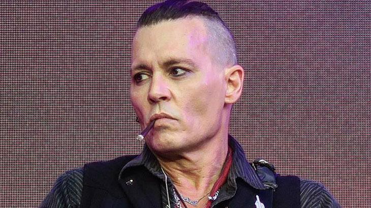 """Johnny Depp é professor condenado à morte em """"Richard Says Goodbye"""""""