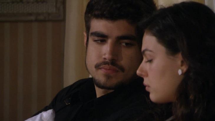 Ti Ti Ti: Bruna flagra Edgar com Marcela e coloca o filho para correr