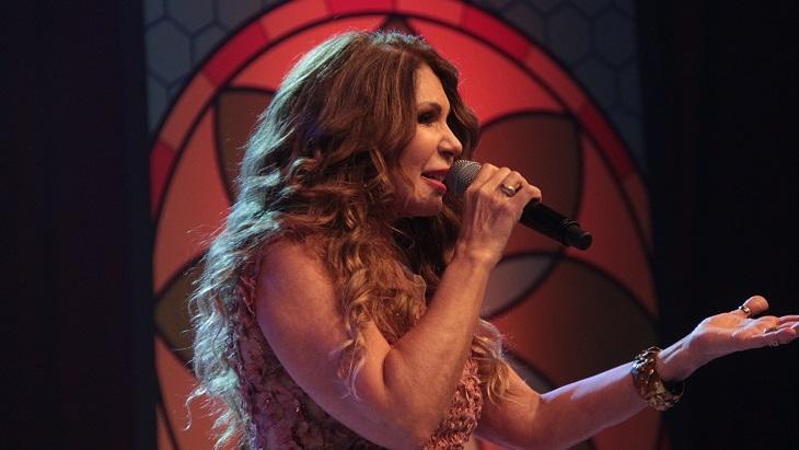 Elba Ramalho cantando