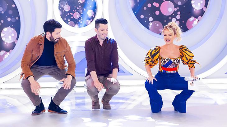 Drew, Jonathan e Eliana dançando