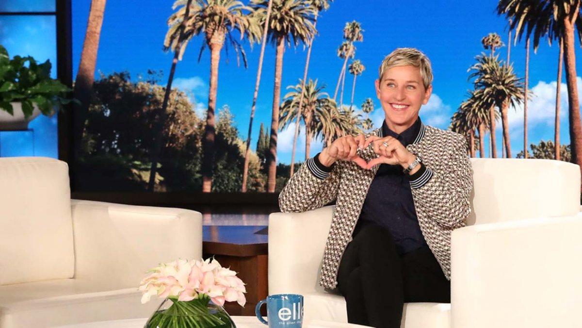 Ellen DeGeneres fazendo coraçãozinho