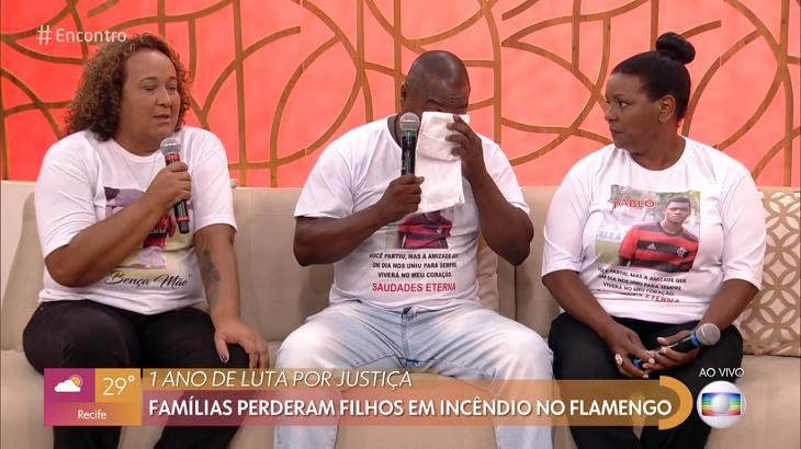 Com guerra entre Globo e Flamengo, Encontro recebe pais de meninos mortos no Ninho