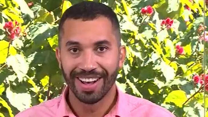 Gilberto sorrindo durante programa da Ana Maria