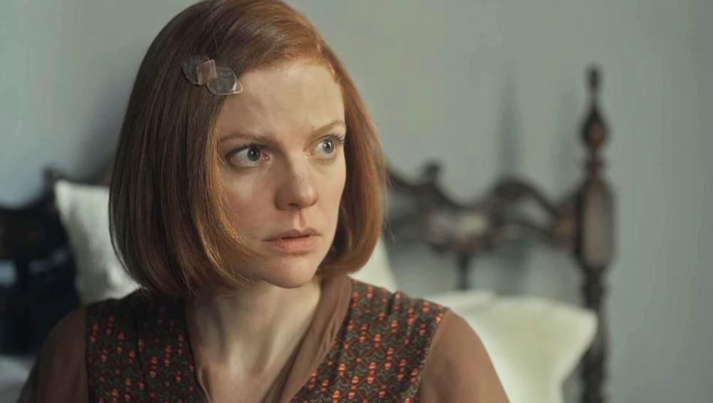 Olga com expressão de preocupada