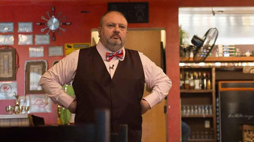 O chef Erick Jacquin com a mão na cintura