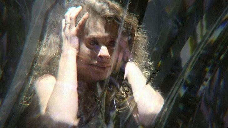 Alinne Moraes brilha em Espelho da Vida