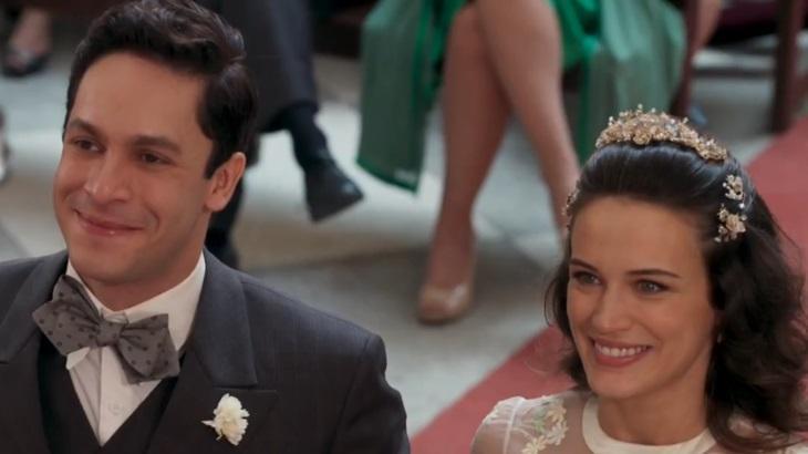 Rainer Cadete e Bianca Bin como Celso e Maria em cena da novela Êta Mundo Bom
