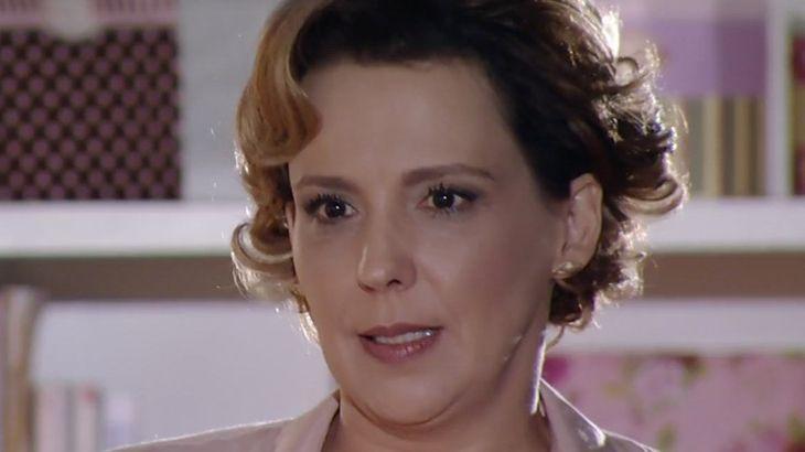 """A Vida da Gente: Manuela é intimada a pagar por tratamento da irmã: \""""Indenização\"""""""