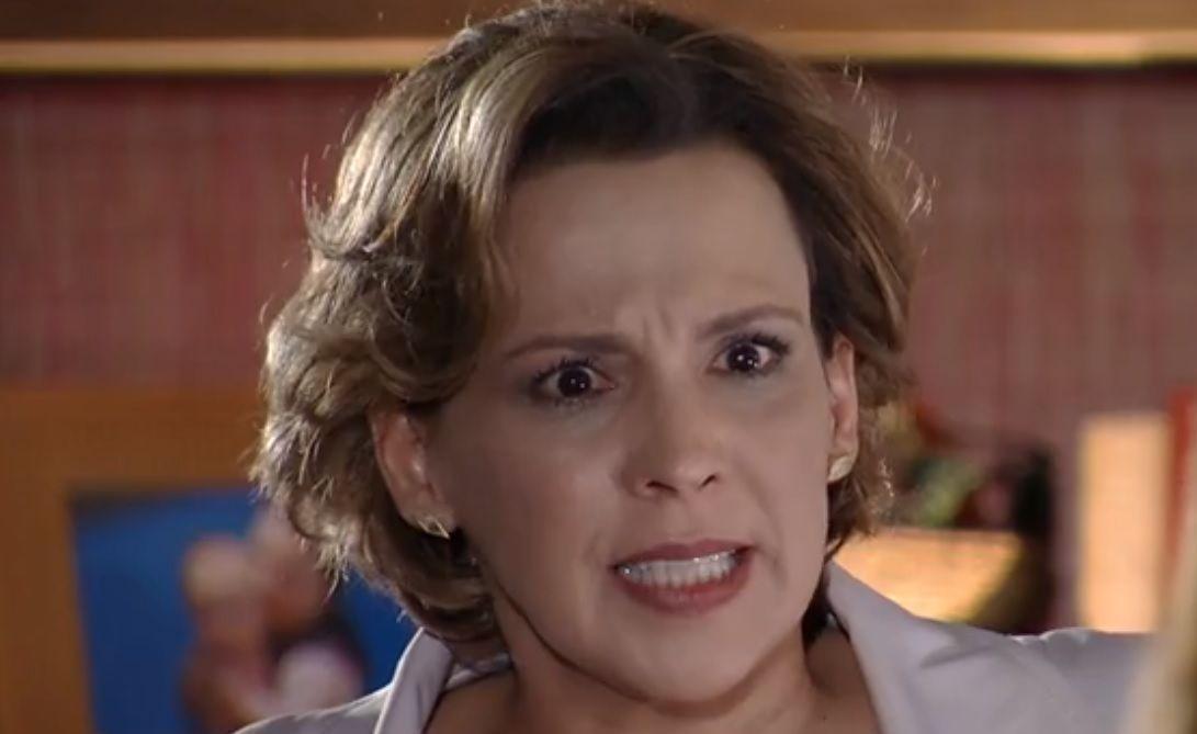 Eva com expressão de raiva para Ana