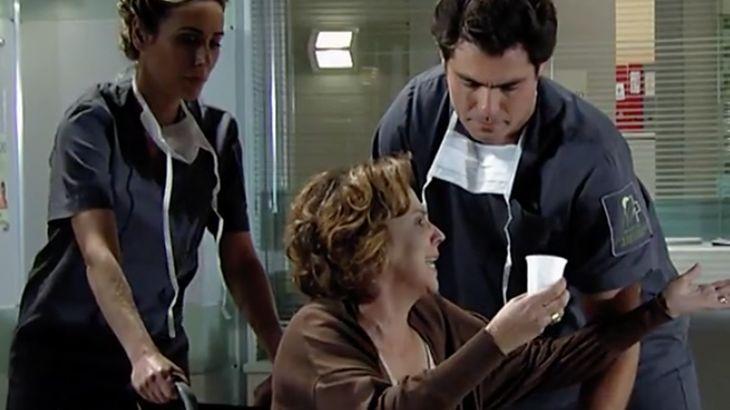 A Vida da Gente: Eva dá chilique em hospital e leva um sossega-leão