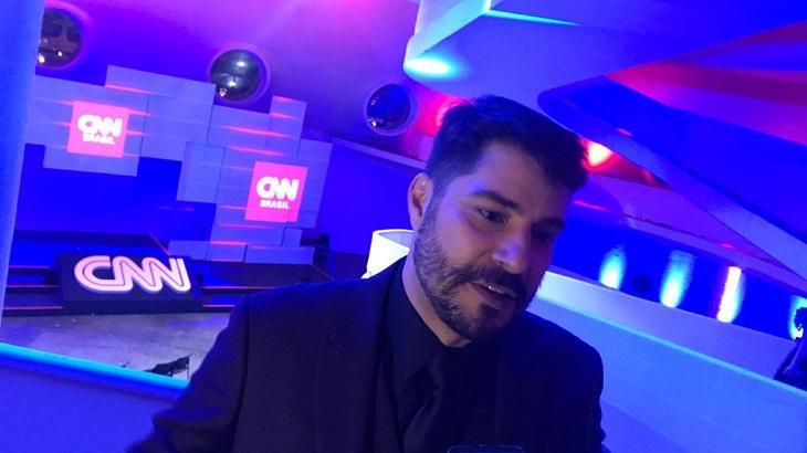 """De volta na CNN, Evaristo Costa diz que saiu da TV para fugir da fama: """"Sou livre"""""""